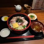 魚まみれ眞吉 - ぶりのあぶり丼定食900円