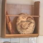 イノーヴェ - フランス直輸入の巨大田舎パン