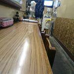 お食事処 かなっぺ - 店内カウンター席(入り口付近から奥側方面)