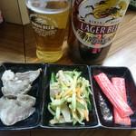 お食事処 かなっぺ - お通し(税込200円)と大瓶ビール(税込600円)