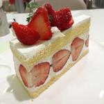 タカノフルーツパーラー - 苺のショートケーキ