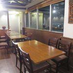 ステーキレストラン パポイヤ - テーブル席