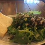 レガーミ - サラダとフォカッチャ。サラダがとても美味しい。