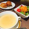 モンマルトル - 料理写真:スープとサラダとパン(3種類)