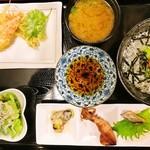 天晴水産 ぽっぽ家 - しらす丼定食 1,058円