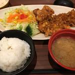 米どころん - 鳥唐揚げの油淋鶏٩(^‿^)۶ご飯とお味噌汁はお代わり自由(セルフ)ポテトサラダはお家味。柴漬けもあって…ご飯がススム君コースです(^◇^;)