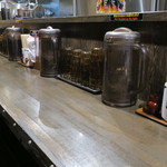 カラシビ味噌らー麺 鬼金棒 - カウンター席の様子