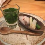 鳥恵 - お通し わさび菜のスープ、ウドの酢味噌和え等