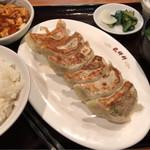 龍祥軒 - 焼き餃子定食(ミニマーボー付き) 850円。