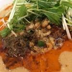 四川担担麺 阿吽 - 担々麺の肉味噌には干しエビも