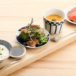 美味しい焼鳥と産直野菜のおつまみ、純米酒、焼酎、日本ワイン