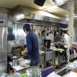 篁園 - カウンター前の厨房_2017-02-21