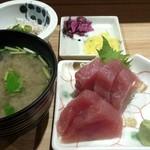 鮮魚・お食事処 山正 - 刺身はマグロ(赤身)