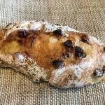 ベッカライ コンディトライ ヒダカ - ローズマリー香るさわやかなフルーツパン 300円