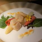 グリル&ダイニング マンハッタンテーブル - [料理] 帆立貝と白アスパラガスのマリネ 全景♪w