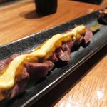 ペトロ - 牛ハツ串。オレンジ色のソースは確かラタトゥイユのペーストです。