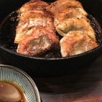 鉄なべ - チョイと雑な仕上がりの餃子