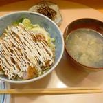 博多 悠牛亭 - 牛かつ丼Mサイズ 1,380円。 かき玉汁付きです。