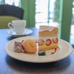 ラ ファブリック デュ スリール - 料理写真:苺のメープルシフォン&エスプレッソ☆