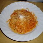 カフェマノワール - アマトリチャーナ(ベーコンとオニオンのトマトスパゲッティ)