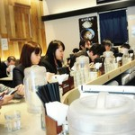 アンダーグラウンド ラーメン 頑者 - 店舗内観(カウンター席)
