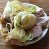 特麺コツ一丁ラーメン - 料理写真:  おつまみ(チャーシュー片とメンマ) 100円