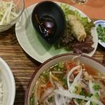 ニャー・ヴェトナム - 揚げ春巻と青パパイヤのサラダ