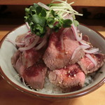 魚百 - ローストビーフ丼990円