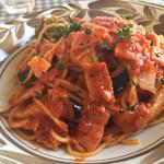 ふぉれすと - 料理写真:ベーコンとナスのトマトソースパスタ