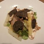 63056541 - 猪のベーコン、ホワイトアスパラガスとマッシュルームのサラダ