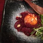 馬かばい! - 桜ユッケ、久しぶりだがとても美味しかった、胡麻油の香りが良い