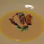 ラ・ボンヌターブル - 菊芋のスープ、もの凄い鯖(ノルウェー産炙った乾物の鯖)、小松菜
