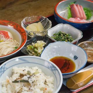 船宿割烹 汐風 - 料理写真:久しぶりの土曜日定食(2000円)です!