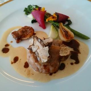 レストラン クレッセント - 料理写真:フランス産仔牛のソテー キノコのソースで