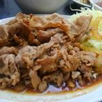 中国料理 登龍 - 正に焼肉のタレで炒め上げた感じ、お肉の量もスゴい。