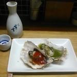 かき焼き はじめ - [料理] 日本酒 (冷) & 焼き牡蠣 (バジル・トマト)