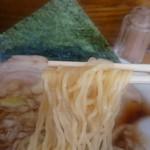 えびす丸 - 中太縮れ麺
