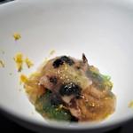 エクアトゥール - イイダコを柔らかく煮て コンソメとシジミ出汁のジュレ キャビア セリ 柚子のヴィネグレット