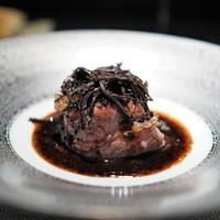 エクアトゥール - 料理写真:和牛肩ロースの炙り タケノコと平貝包み トリュフソース