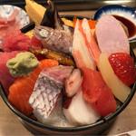 寿司芳 - ちらし 並 1100円。