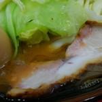 田上家 - スープの鶏油はこの位。普通でも多目ですね。