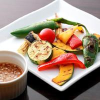 毎日市場で仕入れる新鮮な季節野菜