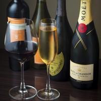 厳選ワイン・シャンパンが常時50本以上の品揃え