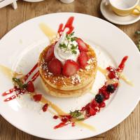 【3月限定】苺とホワイトチョコのパンケーキ
