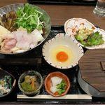 あなごと日本酒 なかむら - あなごと鶏ハラミのすき焼き鍋定食 980円