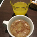 30's - スープとフリードリンクのオレンジジュース