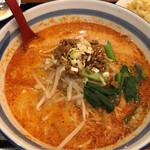 萬州香 - タンタン麺&半チャーハン 880円。