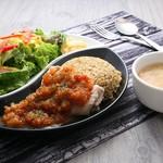 Gluten Free Dining Tsukuru - チキンのプレートランチ