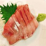 貝料理 吟 - 石川県産寒鰤の刺身¥880
