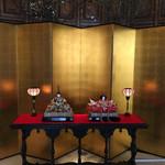 ホテル ラ・スイート神戸ハーバーランド - エントランスには雛人形が飾られていました。